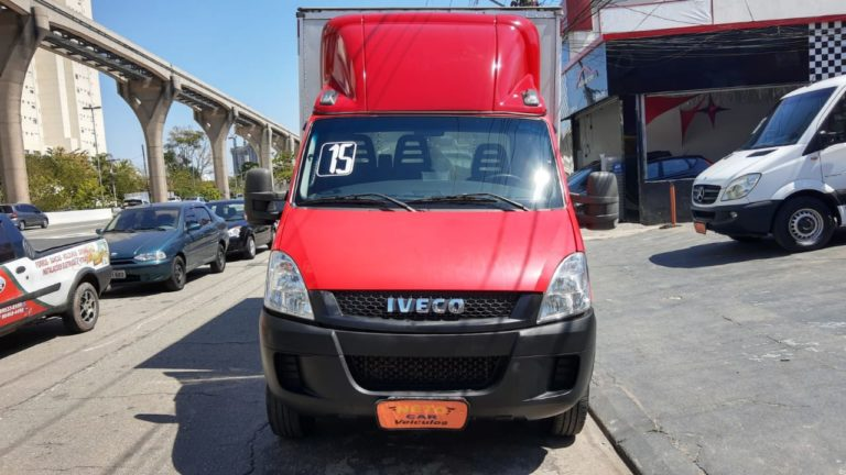 . Iveco Daily 35S14 Chassi Baú 2015